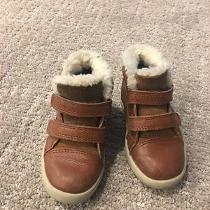 99603fa2925 Toddler boys Size 7 Ugg boots